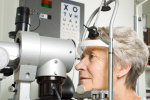 Patient being tested for Keratoconus at Mack Eye Center in Hoffman Estates